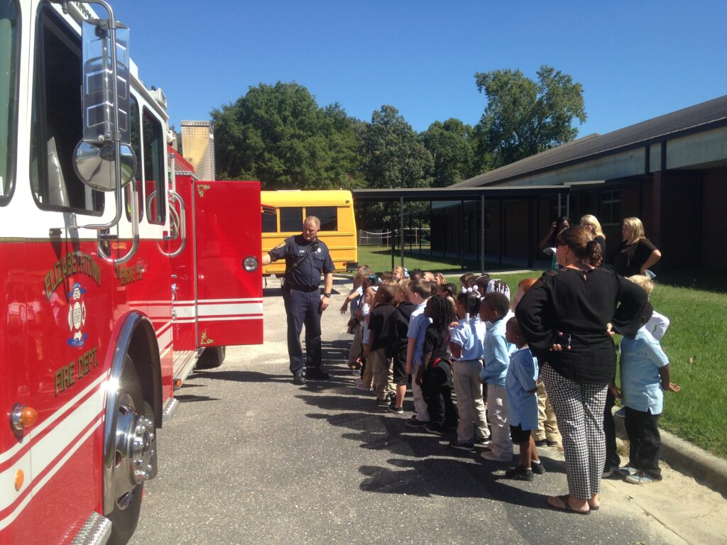 Hollis-showing-Fire-Truck-at-Elizabethtown-Primary